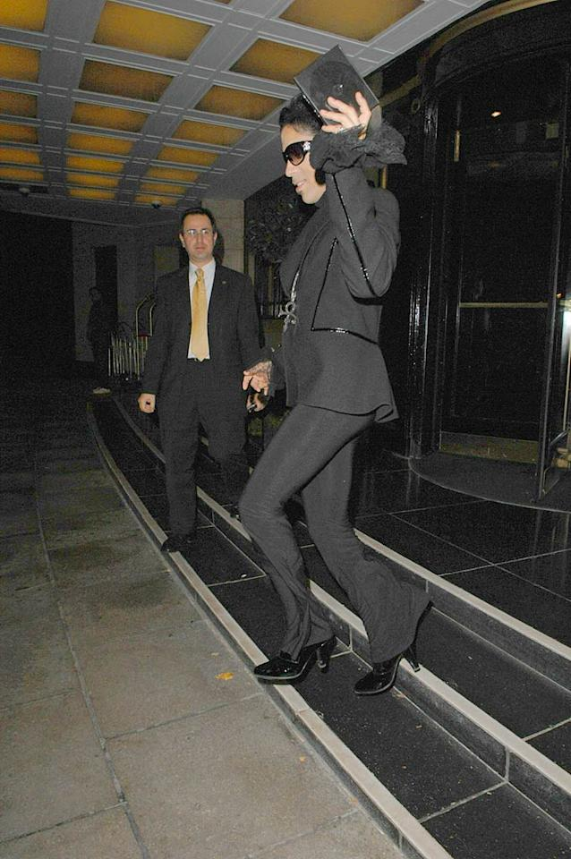 "After a quick outfit change, Prince heads out to another party. Gotta love a man in heels! <a href=""http://www.splashnewsonline.com"" target=""new"">Splash News</a> - September 18, 2007"