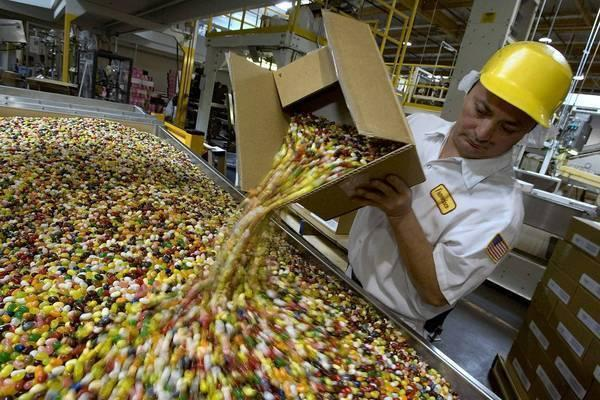 "A Jelly Belly employee at the company factory in Fairfield, Calif. It is among the companies in California that received a PPP loan. <span class=""copyright"">(David Paul Morris / Getty Images)</span>"