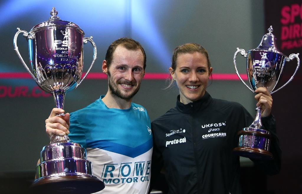 Laura Massaro (R) of Great Britian and Gregory Gaultier of France pose with their trophies after winning the final matches of the World Series finals squash tournament in Dubai, May 28, 2016 (AFP Photo/Marwan Naamani)