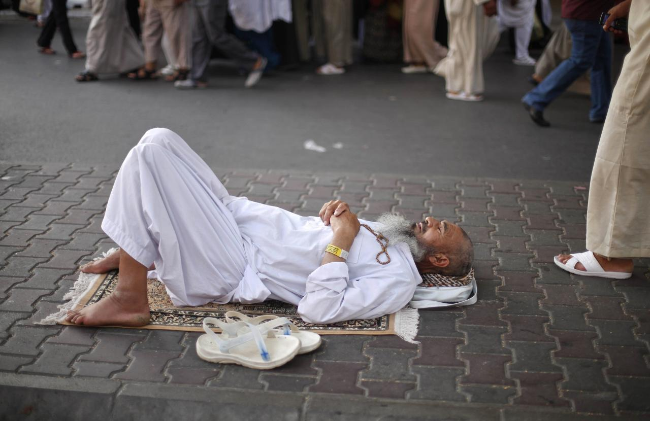 A Muslim pilgrim rests near the Grand Mosque in the holy city of Mecca, ahead of the annual haj pilgrimage, October 12, 2013. REUTERS/Ibraheem Abu Mustafa (SAUDI ARABIA - Tags: RELIGION)