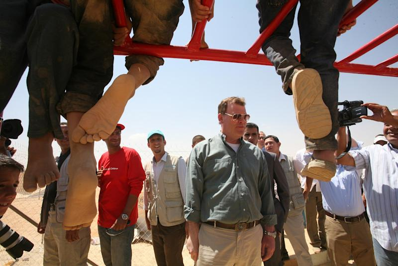 Canadian Foreign Affairs Minister John Baird talks to the Syrian refugees at Zaatari refugee camp, in Mafraq, Jordan, Saturday, Aug. 11, 2012. (AP photo/Mohammad Hannon)