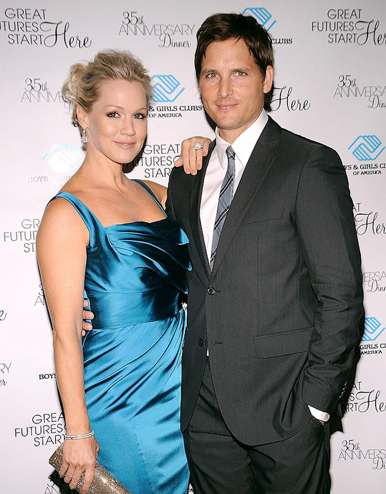 NEW YORK - JUNE 02:  Actress Jennie Garth (L) and actor Peter Facinelli attend the 2010 Boys and Girls Clubs of America's Chairman's Gala at The Waldorf Astoria on June 2, 2010 in New York City.  (Photo by Gary Gershoff/WireImage)