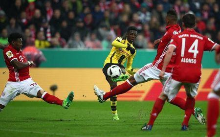 Soccer Football - Bayern Munich v Borussia Dortmund - DFB Pokal Semi Final - Allianz Arena, Munich, Germany - 26/4/17 Borussia Dortmund's Ousmane Dembele scores their third goal Reuters / Michael Dalder Livepic