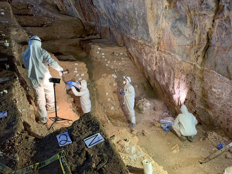 Researchers looking for ancient DNA take samples in Chiquihuite Cave, Mexico. Source: Mads Thomsen