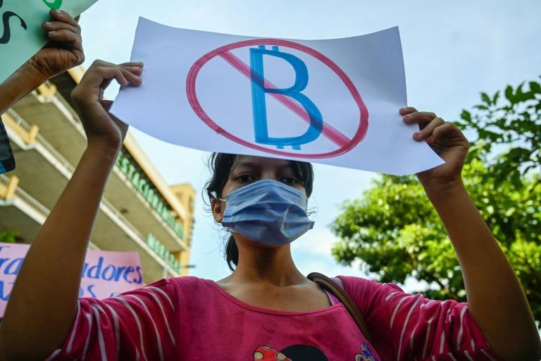 Many Salvadorans opposed the introduction of bitcoin as legal tender (AFP/MARVIN RECINOS)