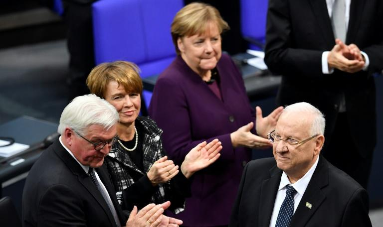 Israeli President Reuven Rivlin (R) aknowledges the applause of German MPs  after he delivered his speech during a parliamentary session in homage to Nazi victims; L-R, German President Frank-Walter Steinmeier, his wife Elke Buedenbender and Chancellor Angela Merkel
