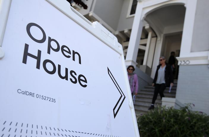 SAN FRANCISCO, CALIFORNIA: Real estate agents leave a home for sale during a broker open house on April 16, 2019 in San Francisco, California. (Photo: Justin Sullivan/Getty Images)