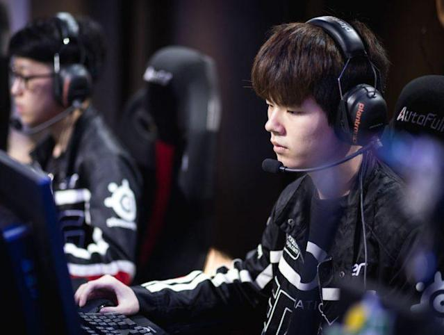 Deft playing in the LPL in 2016 (刘一村)