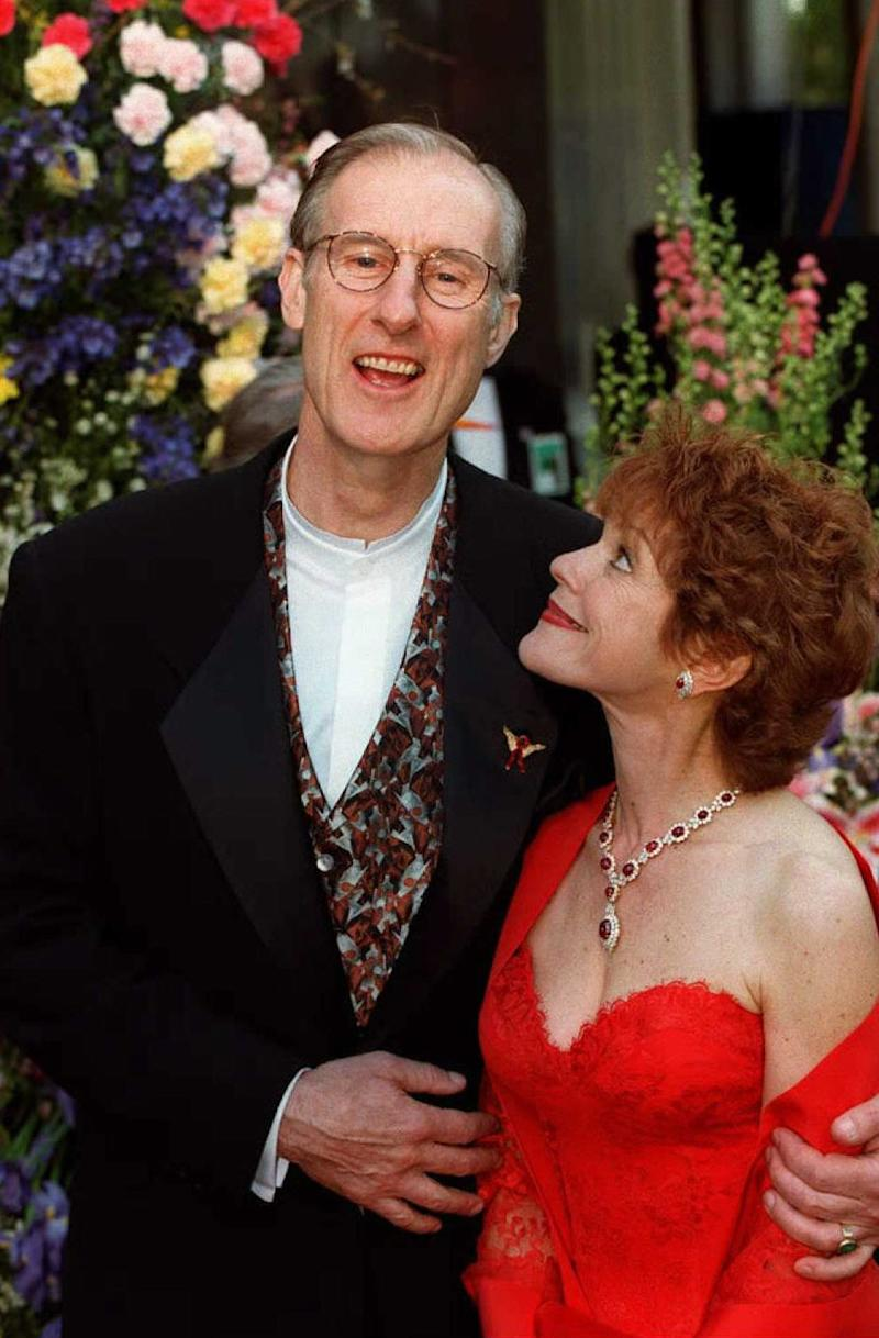 "LOS ANGELES, UNITED STATES: British actor James Cromwell (L), nominee for best supporting actor for his role as ""Farmer Hoggit"" in ""Babe,"" and his wife Julie (R) arrive at the Dorothy Chandler Pavillion in Los Angeles 25 March for the 68th annual Academy awards. This is Cromwell's first nomination for an Oscar. AFP PHOTO Vince Bucci (Photo credit should read KIM KULISH/AFP via Getty Images)"