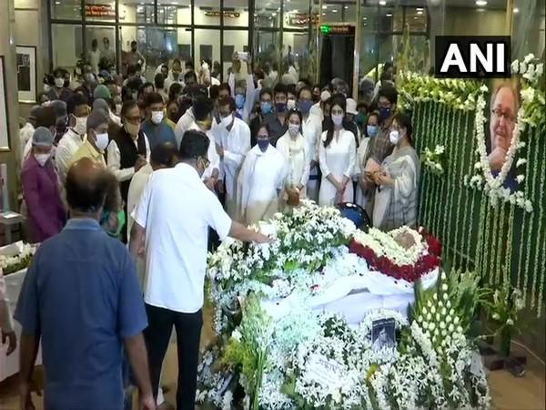 Mamata Banerjee at the Rabindra Sadan paying her respects to veteral actor Soumitra Chatterjee. (Photo/ANI)