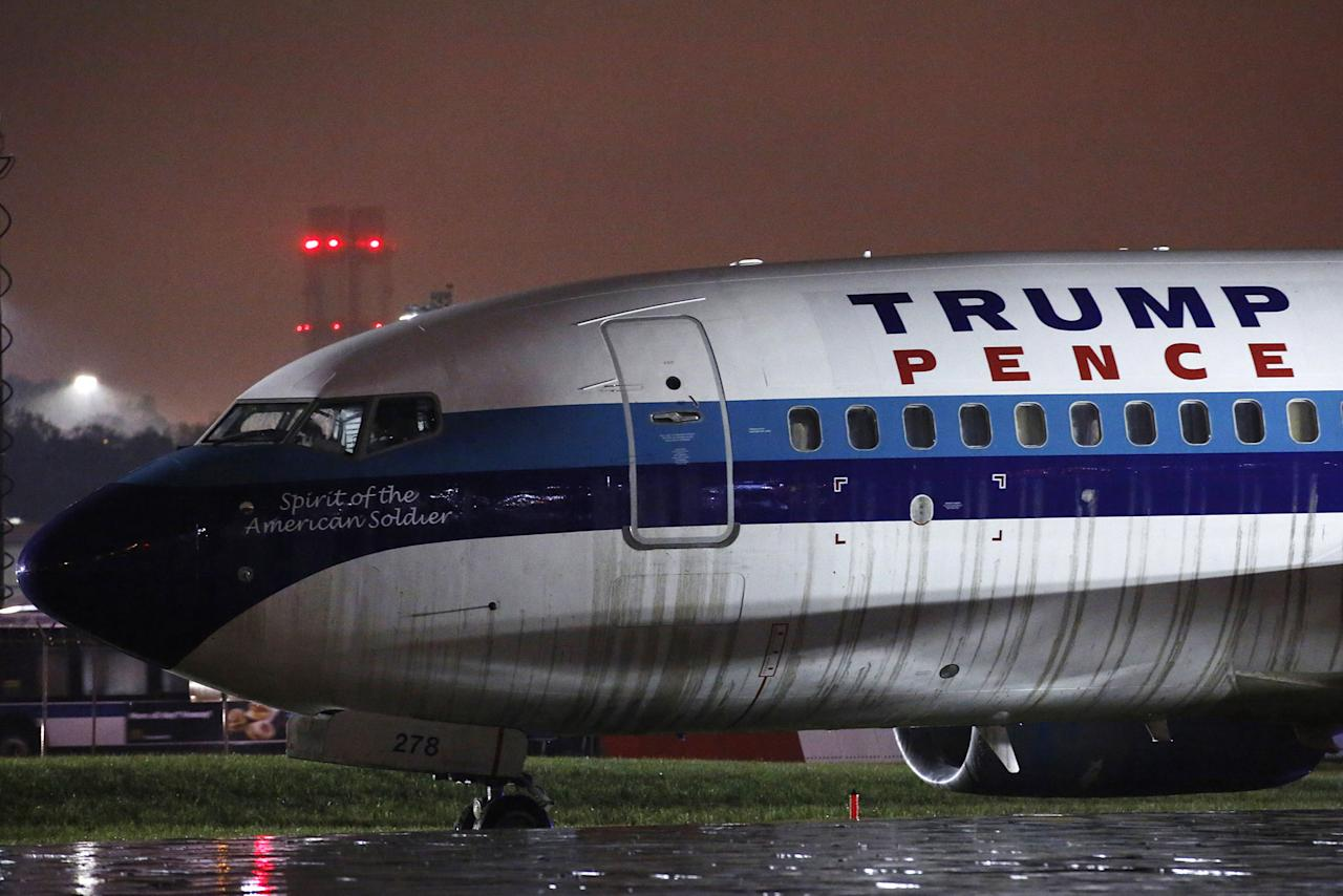 <p>A campaign plane that had been carrying Republican vice presidential  candidate Mike Pence