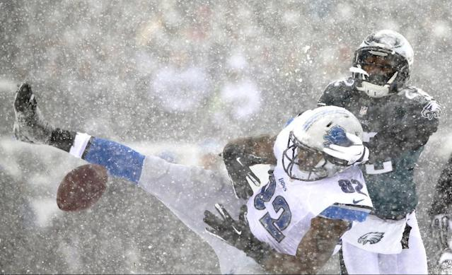 Detroit Lions' Dorin Dickerson, left, cannot hang onto a pass as Philadelphia Eagles' Brandon Boykin defends during the first half of an NFL football game, Sunday, Dec. 8, 2013, in Philadelphia. (AP Photo/Michael Perez)