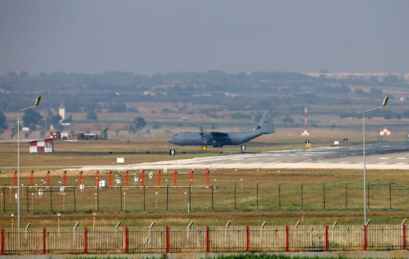 A military aircraft maneuvres on the runway at Incirlik Air Base, in the outskirts of the city of Adana, southeastern Turkey, on July 28, 2015 (AFP Photo/)