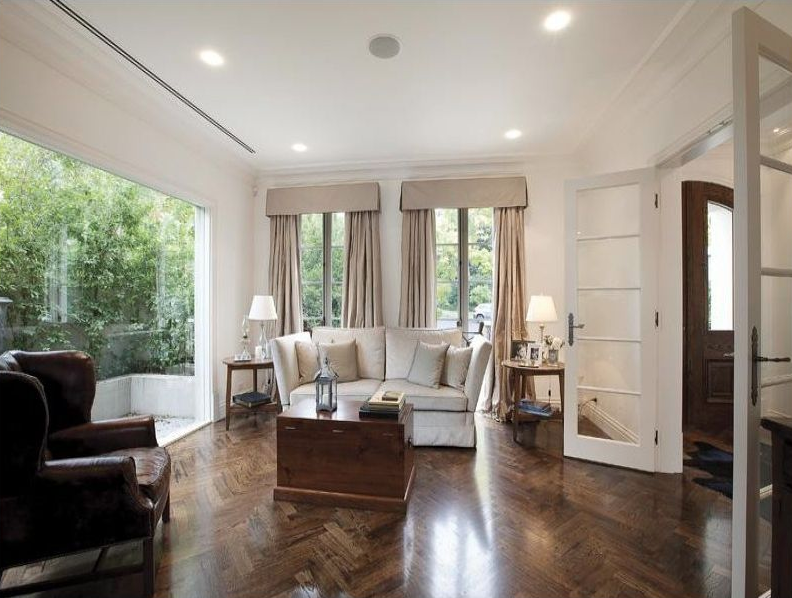Pictured: Lounge room of Toorak home. Image: Realestate.com