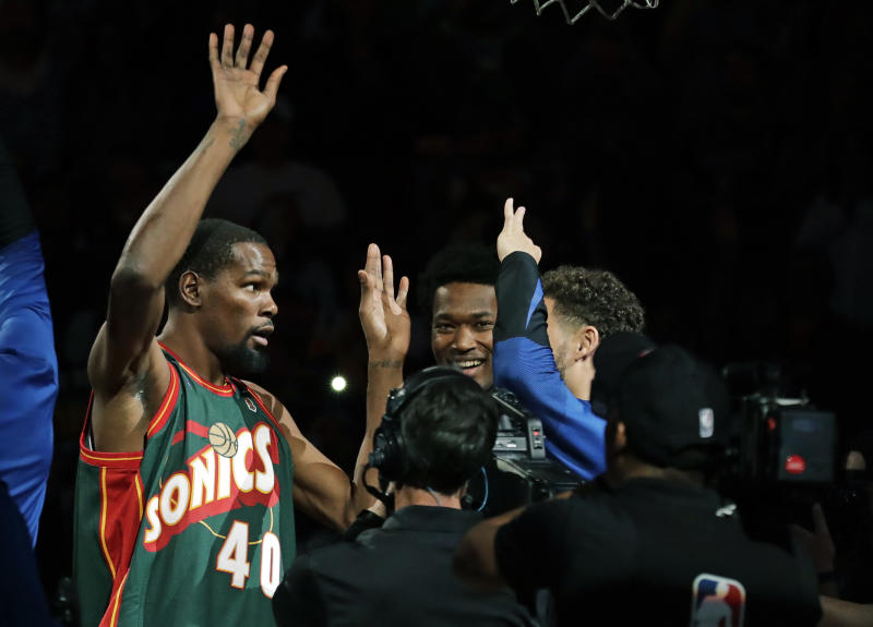 pretty nice 82aa7 31e7c Kevin Durant rocks Sonics jersey before Warriors' preseason ...