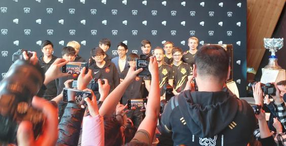 G2 and FPX pose for photos ahead of the 2019 League of Legends World Championship finals in Paris (The Independent)