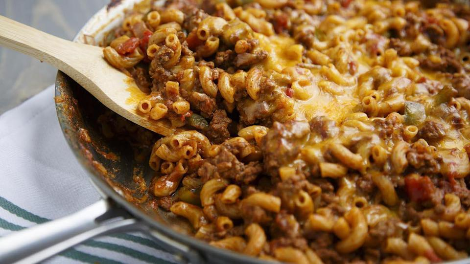 """<p>Chilli is an <a href=""""https://www.thedailymeal.com/cook/unexpected-mac-and-cheese-additions?referrer=yahoo&category=beauty_food&include_utm=1&utm_medium=referral&utm_source=yahoo&utm_campaign=feed"""" rel=""""nofollow noopener"""" target=""""_blank"""" data-ylk=""""slk:unexpected ingredient"""" class=""""link rapid-noclick-resp"""">unexpected ingredient</a> that goes well with <a href=""""https://bestreviews.com/best-pasta?referrer=yahoo&category=beauty_food&include_utm=1&utm_medium=referral&utm_source=yahoo&utm_campaign=feed"""" rel=""""nofollow noopener"""" target=""""_blank"""" data-ylk=""""slk:pasta"""" class=""""link rapid-noclick-resp"""">pasta</a>. This dish is very easy to prepare and can be a <a href=""""https://www.thedailymeal.com/recipes-weeknight-dinners-simple?referrer=yahoo&category=beauty_food&include_utm=1&utm_medium=referral&utm_source=yahoo&utm_campaign=feed"""" rel=""""nofollow noopener"""" target=""""_blank"""" data-ylk=""""slk:simple weeknight dinner"""" class=""""link rapid-noclick-resp"""">simple weeknight dinner</a> for your family. </p> <p><a href=""""https://www.thedailymeal.com/recipes/hearty-chili-roni-recipe-0?referrer=yahoo&category=beauty_food&include_utm=1&utm_medium=referral&utm_source=yahoo&utm_campaign=feed"""" rel=""""nofollow noopener"""" target=""""_blank"""" data-ylk=""""slk:For the Hearty Chili Roni recipe, click here"""" class=""""link rapid-noclick-resp"""">For the Hearty Chili Roni recipe, click here</a>.</p>"""