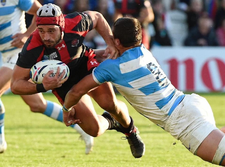 Georgia's Merab Sharikadze (L) is tackled by Argentina's Facundo Isa during their Rugby World Cup Pool C match, at Kingsholm stadium in Gloucester, on September 25, 2015 (AFP Photo/Loic Venance)