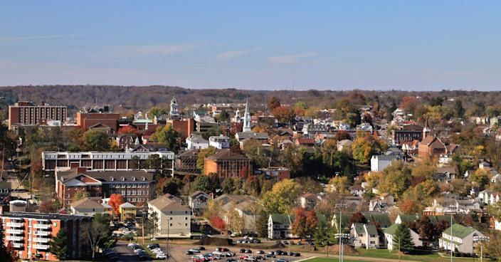 Rural Town and College Campus, Athens, Ohio, USA (Douglas Sacha / Getty Images)