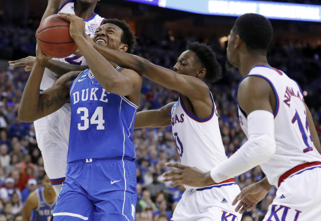 Wendell Carter Jr (34) became the fourth Duke freshman to declare for the 2018 NBA draft. (AP Photo/Charlie Neibergall)