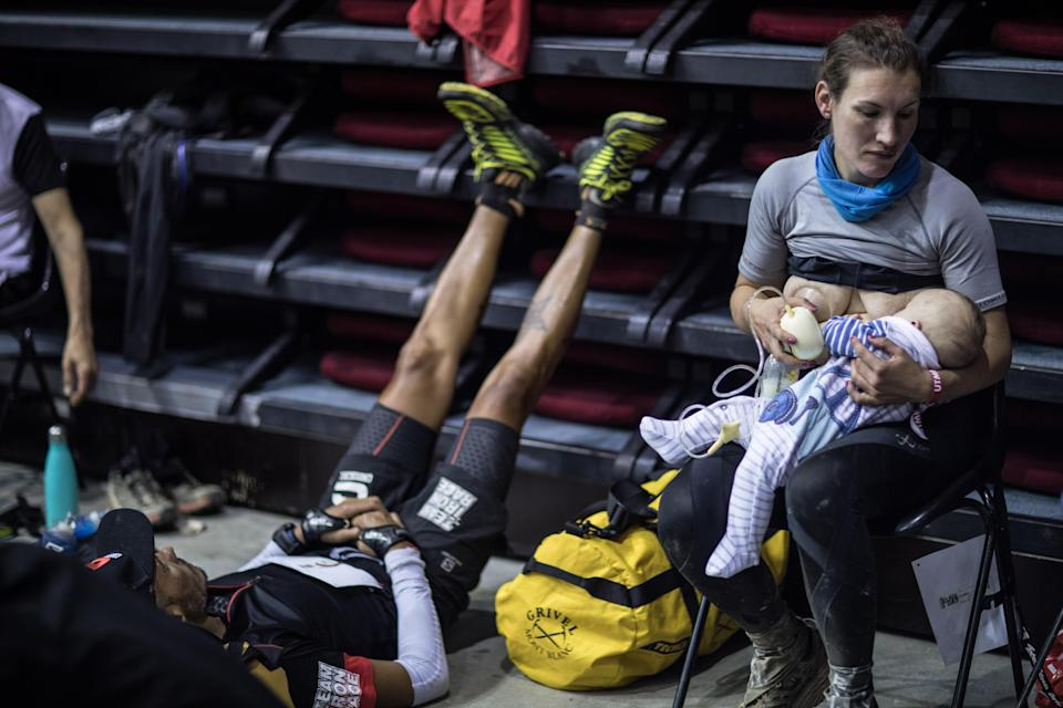 Sophie Power breastfeeds her three-month-old son Cormac during the race. Source: AFP