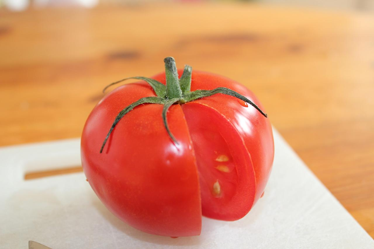 <p>While tomatoes are filled with antioxidants and Vitamin C, they also contain beneficial phytochemicals such as lycopene, which contributes to chronic diseases, especially cancer. </p>
