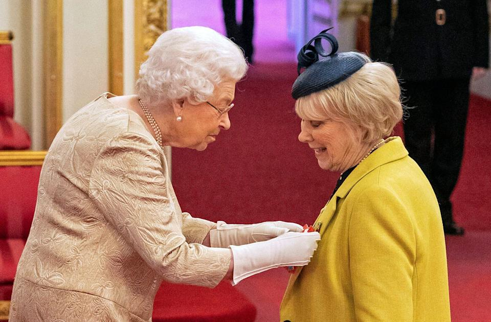 <strong>Queen Elizabeth wears gloves as she awards the CBE to Anne Craig, known professionally as actress Wendy Craig.</strong> (Photo: ASSOCIATED PRESS)