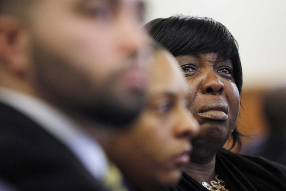 Ursula Ward, mother of Odin Lloyd, reacts as photographs of her son's body are shown as evidence, in the murder trial of former New England Patriots tight end Aaron Hernandez, at Bristol County Superior Court in Fall River, Massachusetts, February 24, 2015. Hernandez is accused of the murder of Odin Lloyd in June 2013. REUTERS/Brian Snyder (UNITED STATES - Tags: CRIME LAW SPORT FOOTBALL)