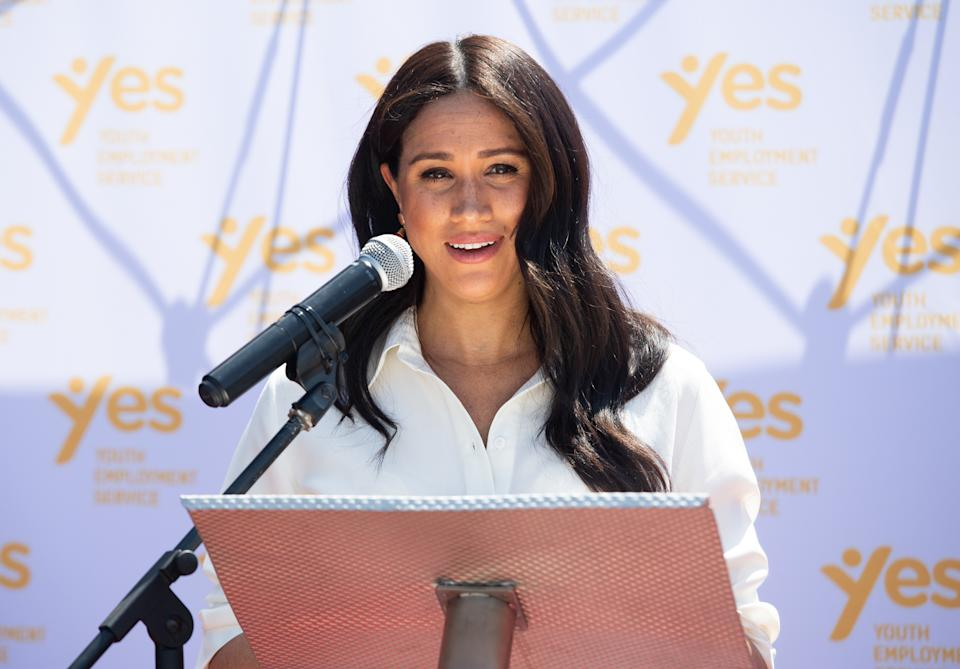 JOHANNESBURG, SOUTH AFRICA - OCTOBER 02: (UK OUT FOR 28 DAYS) Meghan, Duchess of Sussex accompanied by Prince Harry, Duke of Sussex visit the Tembisa Township to learn about Youth Employment Services during their royal tour of South Africa on October 02, 2019 in Johannesburg, South Africa.  (Photo by Pool/Samir Hussein/WireImage)