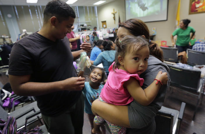 A Honduran family seeking asylum in San Antonio. (Photo: Eric Gay/AP)