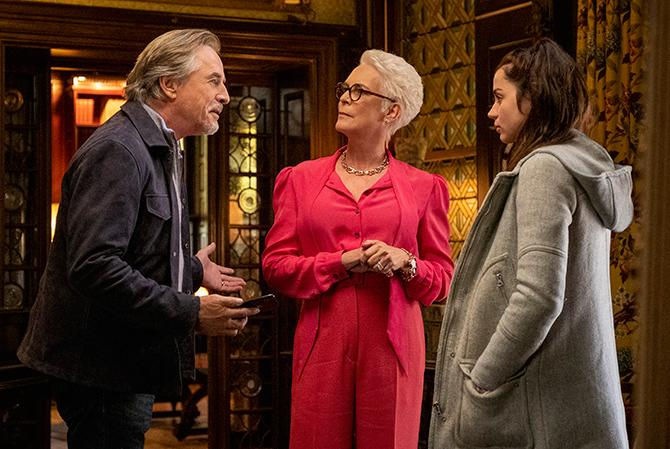 Don Johnson, Jamie Lee Curtis y Ana de Armas (Claire Folger; © 2018 MRC II Distribution Company L.P. All rights reserved.)