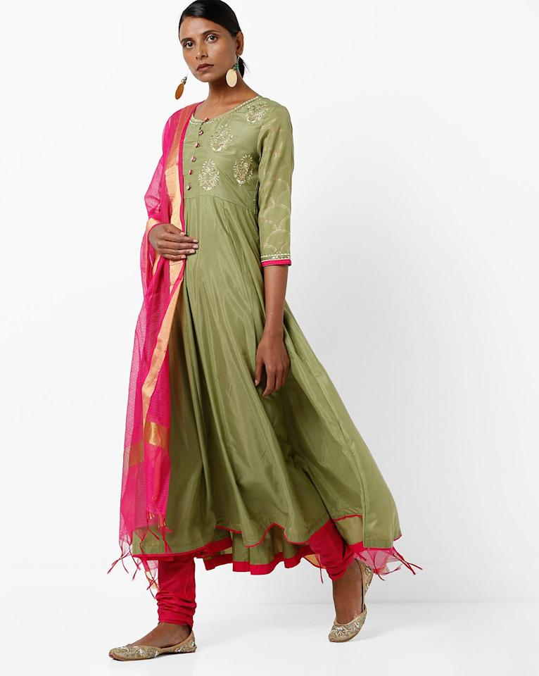 "<a href=""https://fave.co/361FWEG"">BUY HERE</a> Embroidered flared green kurta with striped pink dupatta from Ajio, for a discounted price of Rs. 2,199"
