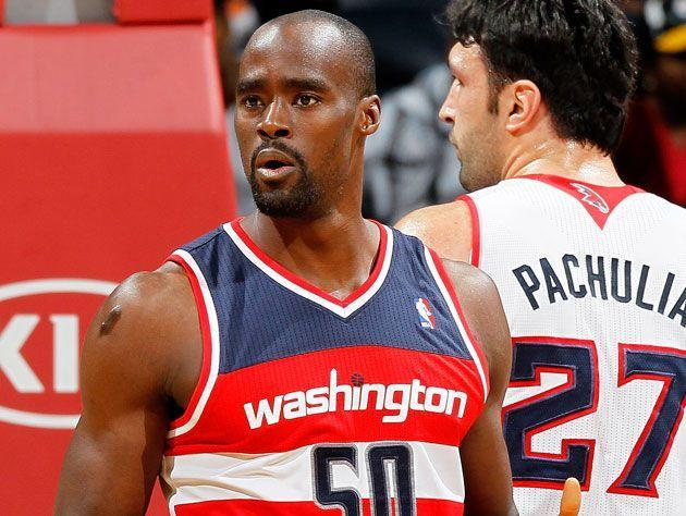"Emeka Okafor and <a class=""link rapid-noclick-resp"" href=""/nba/players/3745/"" data-ylk=""slk:Zaza Pachulia"">Zaza Pachulia</a> in 2013. (Getty Images)"