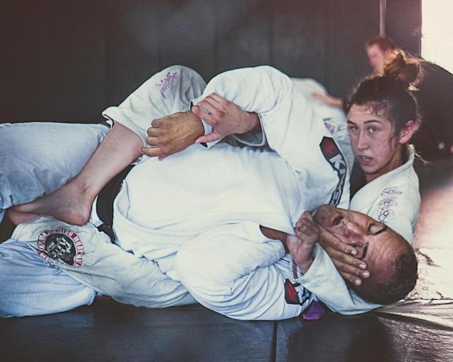 Sabina Mazo rolls with Brazilian jiu-jitsu coach Ricardo Testai at Kings MMA. (Photo credit: AXS TV/Karen Tran)