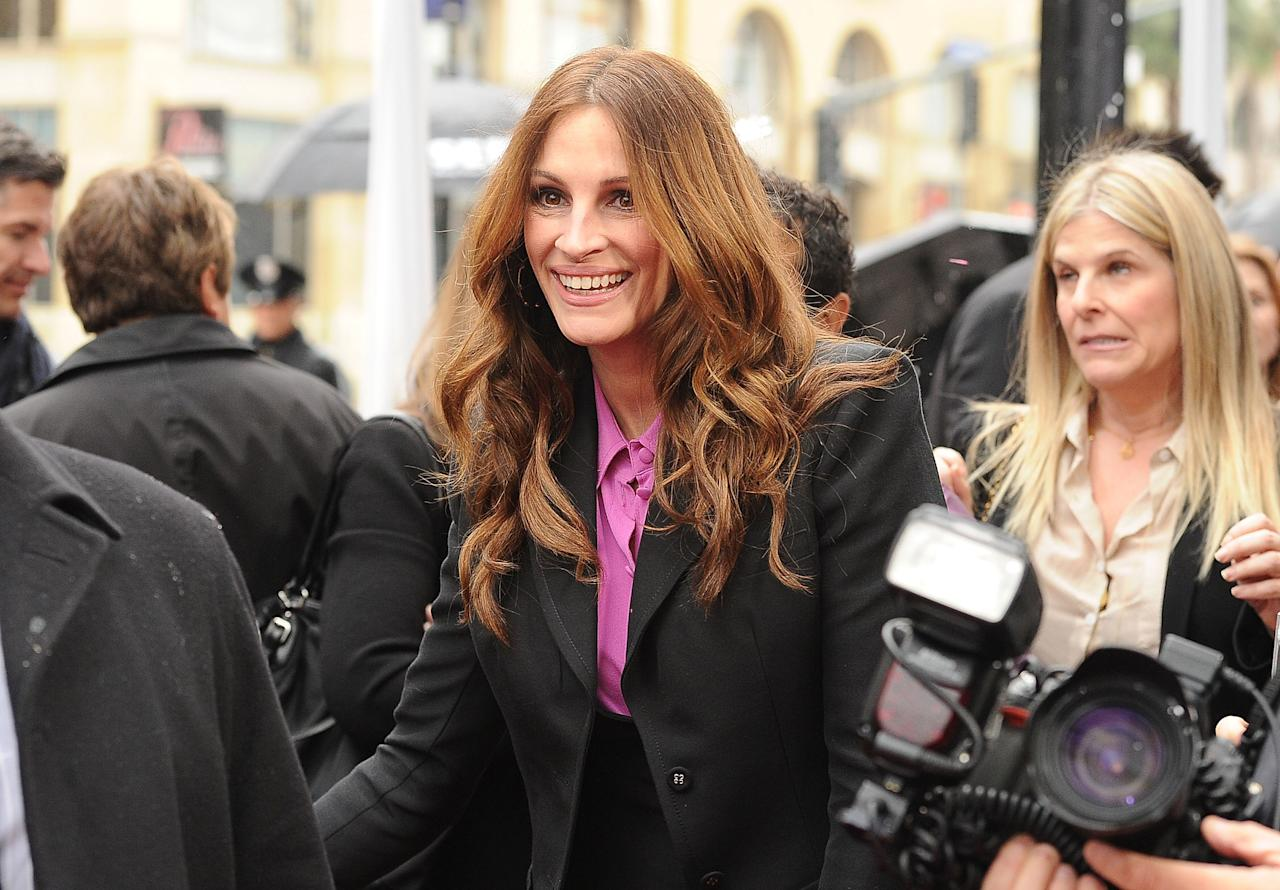 HOLLYWOOD, CA - MARCH 14:  Actress Julia Roberts attends the 'Mirror Mirror' premiere at Grauman's Chinese Theatre on March 17, 2012 in Hollywood, California.  (Photo by Jason Merritt/Getty Images)