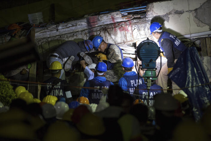 <p>Search and rescue team members work to bring down a large piece of concrete during rescue efforts at the Enrique Rebsamen school in Mexico City, Mexico, Thursday, Sept. 21, 2017. (Photo: Anthony Vazquez/AP) </p>