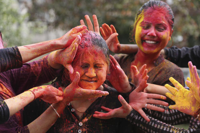 <p>Girls smear colored powder on each other as they celebrate Holi in Jammu, India, Thursday, March 1, 2018. (Photo: Channi Anand/AP) </p>
