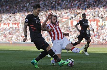 """Britain Football Soccer - Stoke City v Liverpool - Premier League - bet365 Stadium - 8/4/17 Liverpool's Roberto Firmino in action with Stoke City's Erik Pieters Reuters / Darren Staples Livepic EDITORIAL USE ONLY. No use with unauthorized audio, video, data, fixture lists, club/league logos or """"live"""" services. Online in-match use limited to 45 images, no video emulation. No use in betting, games or single club/league/player publications. Please contact your account representative for further details. - RTX34PT4"""