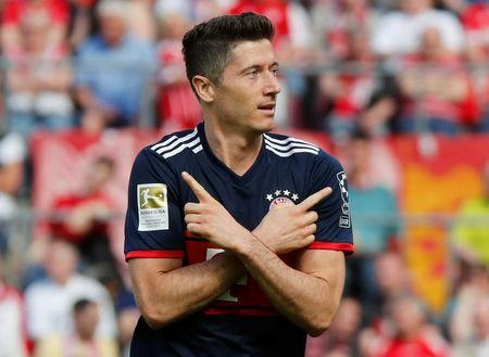 Soccer Football - Bundesliga - FC Cologne vs Bayern Munich - RheinEnergieStadion, Cologne, Germany - May 5, 2018 Bayern Munich's Robert Lewandowski celebrates scoring their second goal REUTERS/Wolfgang Rattay