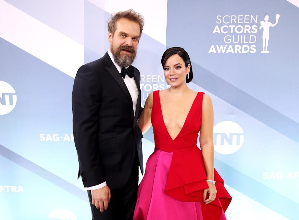 LOS ANGELES, CALIFORNIA - JANUARY 19: (L-R) David Harbour and Lily Allen attend the 26th Annual Screen ActorsGuild Awards at The Shrine Auditorium on January 19, 2020 in Los Angeles, California. (Photo by Rich Fury/Getty Images)