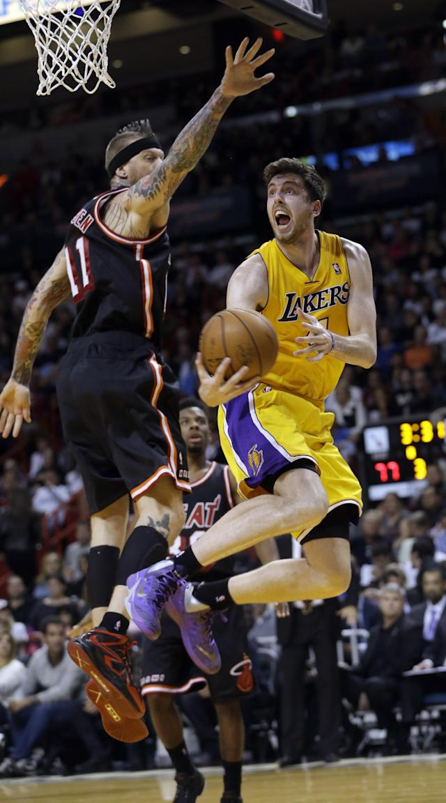 Los Angeles Lakers forward Ryan Kelly, right, goes to the basket against Miami Heat forward Chris Andersen, left, during the third quarter of an NBA basketball game in Miami, Thursday, Jan. 23, 2014. The Heat won 109-102. (AP Photo/Alan Diaz)