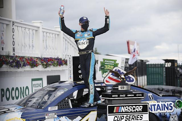 Harvick beats Hamlin to win opening Pocono race