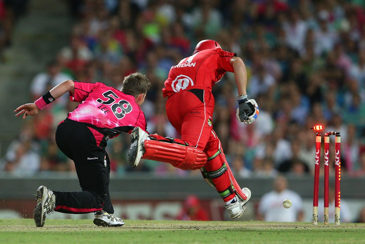 SYDNEY, AUSTRALIA - JANUARY 09:  Brett Lee of the Sixers runs out Will Sheridan of the Renegades during the Big Bash League match between the Sydney Sixers and the Melbourne Renegades at SCG on January 9, 2013 in Sydney, Australia.  (Photo by Cameron Spencer/Getty Images)