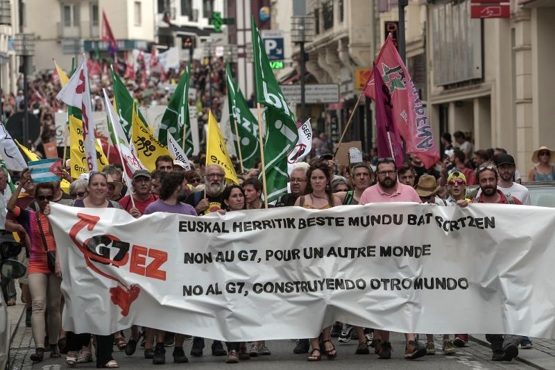 Des manifestants anti-G7 au Pays basque