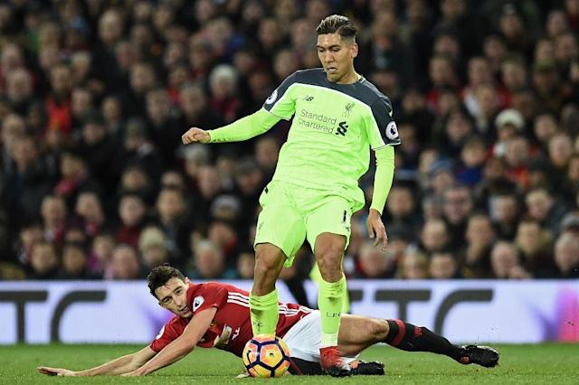 Manchester United's defender Matteo Darmian (L) vies with Liverpool's midfielder Roberto Firmino during the English Premier League football match between Manchester United and Liverpool on January 15, 2017 (AFP Photo/Oli SCARFF )