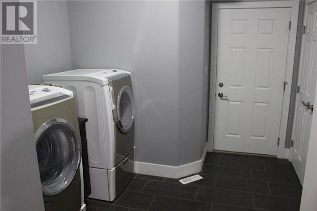<p><span>138 Johns Rd., Saskatoon, Sask.</span><br> Washer and dryer also included.<br> (Photo: Zoocasa) </p>