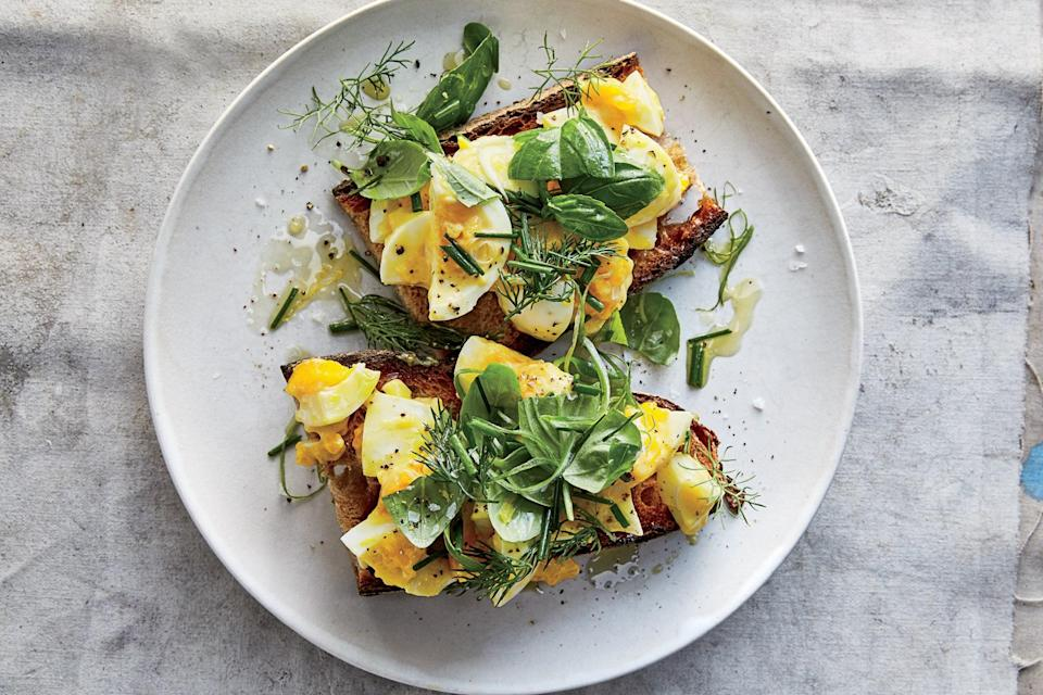 "<h1 class=""title"">Egg Salad Tartines With Mixed Herbs</h1> <div class=""caption""> Smoked soft-boiled eggs turn toast into something special. </div> <cite class=""credit"">Photo by Gentl & Hyers</cite>"