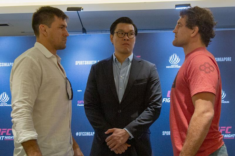 MMA fighters Demian Maia (left) and Ben Askren (right) face off in front of UFC senior vice-president (Asia Pacific) Kevin Chang during the media conference promoting the UFC Fight Night Singapore on 26 October. (PHOTO: Dhany Osman/Yahoo News Singapore)