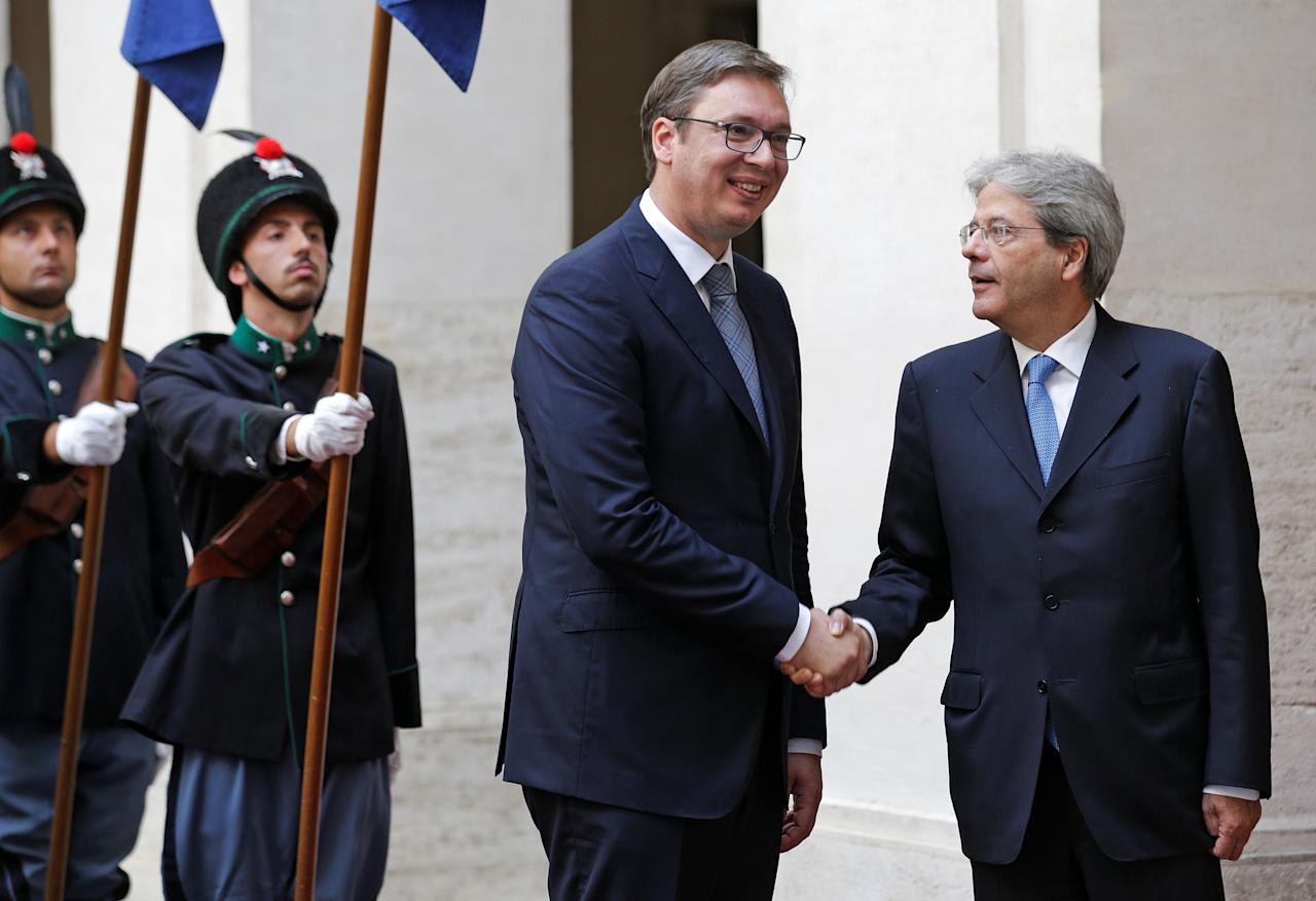 Italian Prime Minister Paolo Gentiloni (R) shakes hands with Serbia's President Aleksandar Vucic during a meeting at the Chigi Palace in Rome, Italy July 25, 2017. REUTERS/Max Rossi