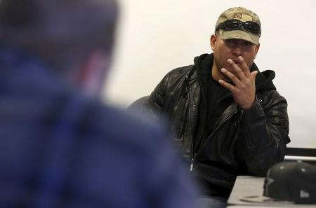Brandon Rapolla of the Pacific Patriots Network, right, speaks with Ammon Bundy at the Malheur National Wildlife Refuge near Burns, Oregon, January 8, 2016. REUTERS/Jim Urquhart